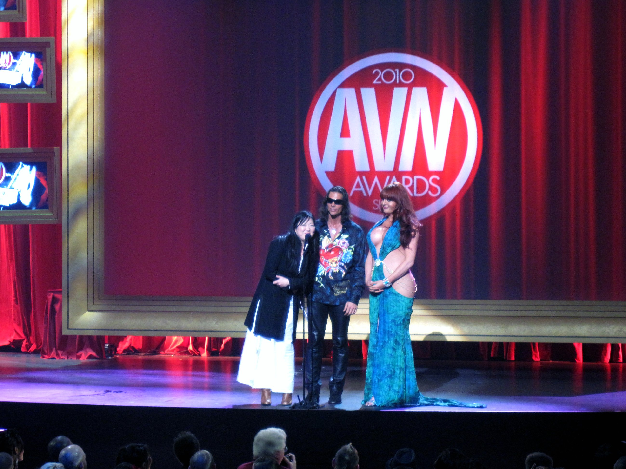 Margaret_Cho,_Nick_Manning,_Wendy_Williams_2010_AVN_Awards_Show_(1)