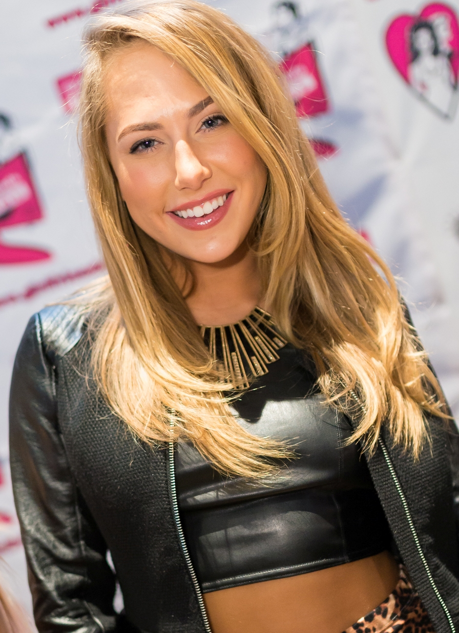 Carter_Cruise_AVN_Expo_2015_crop