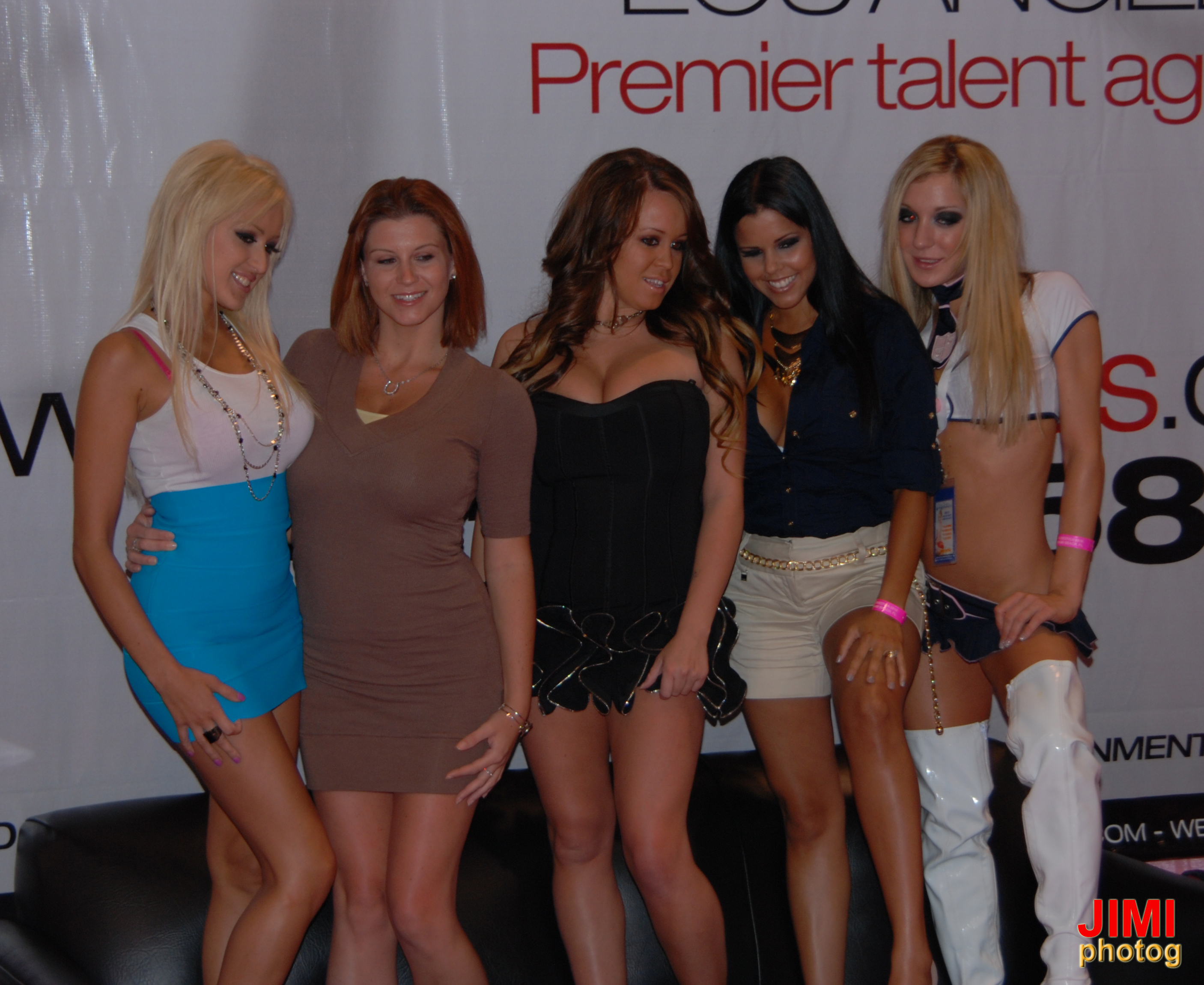 LA_Direct_Models_at_Exxxotica_Miami_Beach_2010_1