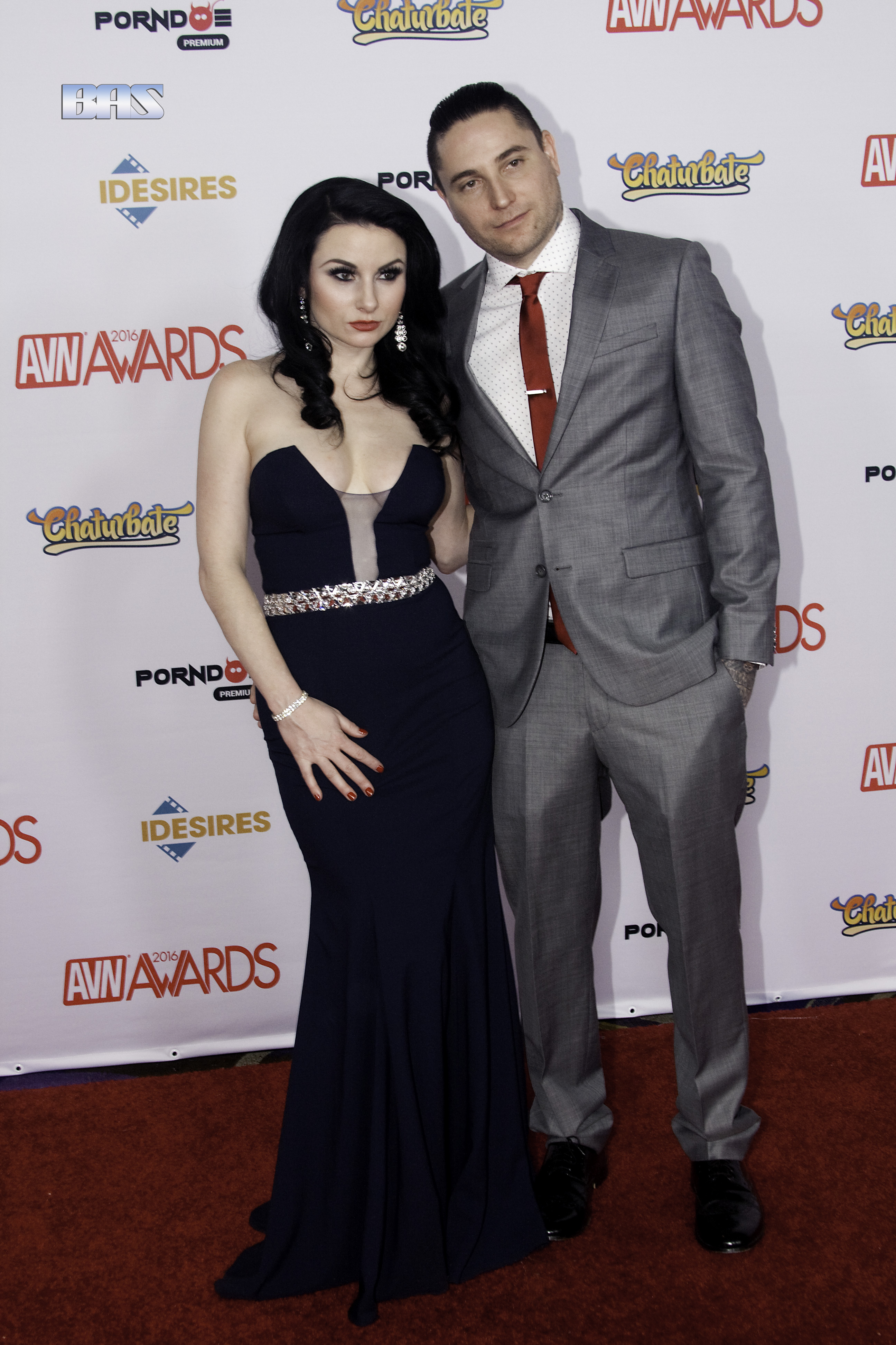 Veruca_James_accompanied_by_Damon_James_at_AVN_Awards_2016_(26398687300)