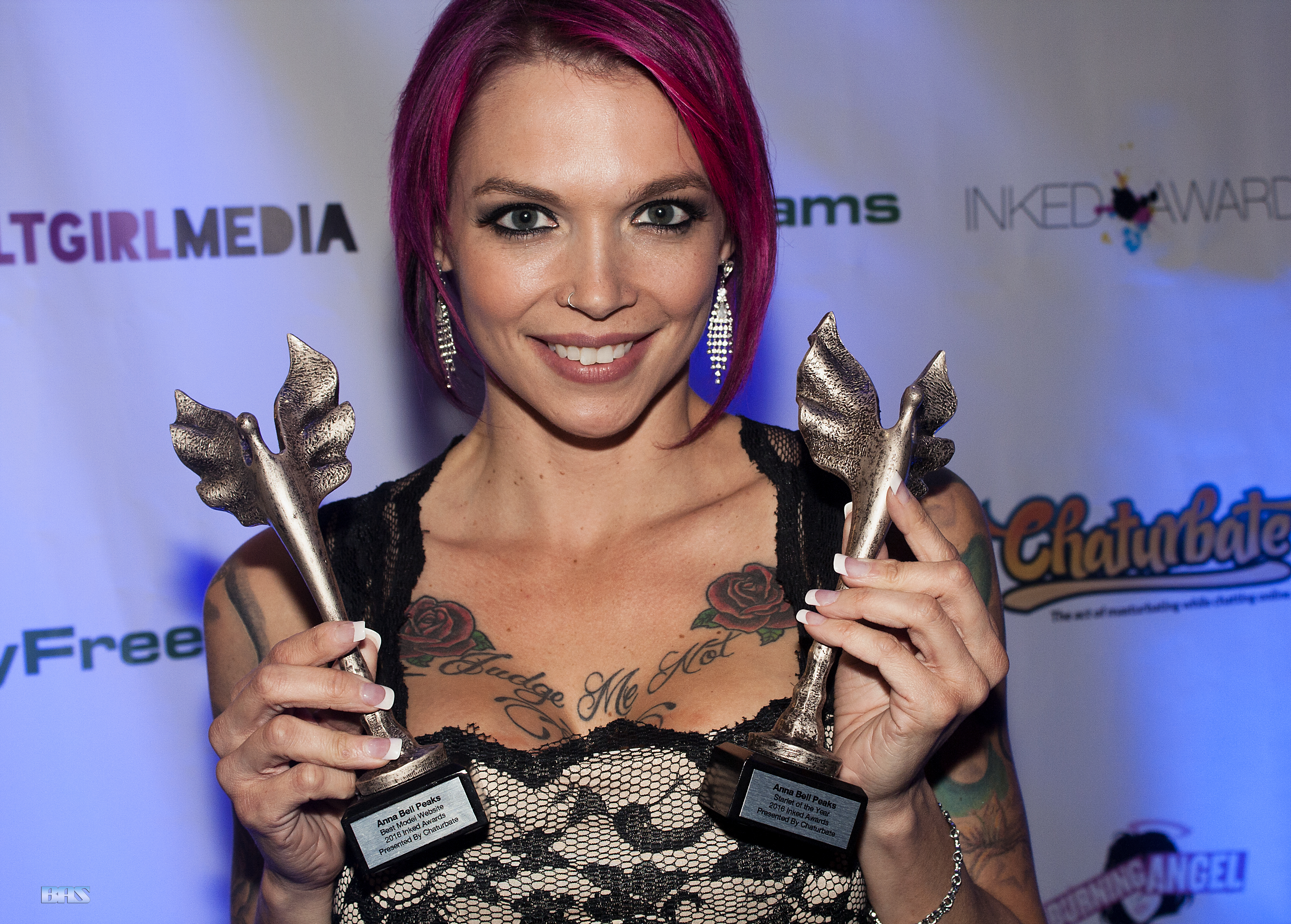 Anna_Bell_Peaks_at_Inked_Awards_2016_(31805842982)