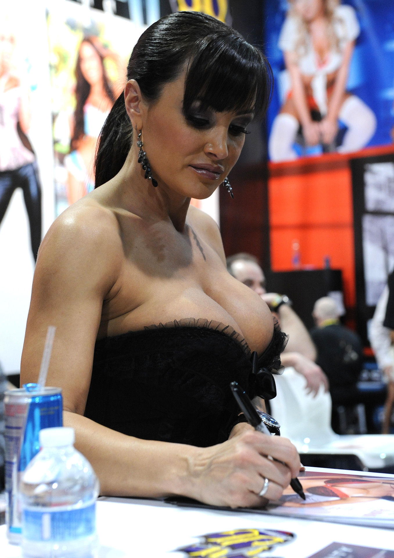 Lisa_Ann_at_AVN_Adult_Entertainment_Expo_2011
