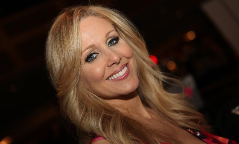 Julia_Ann_AVN_Photos_AEE_Expo_Las_Vegas_2012