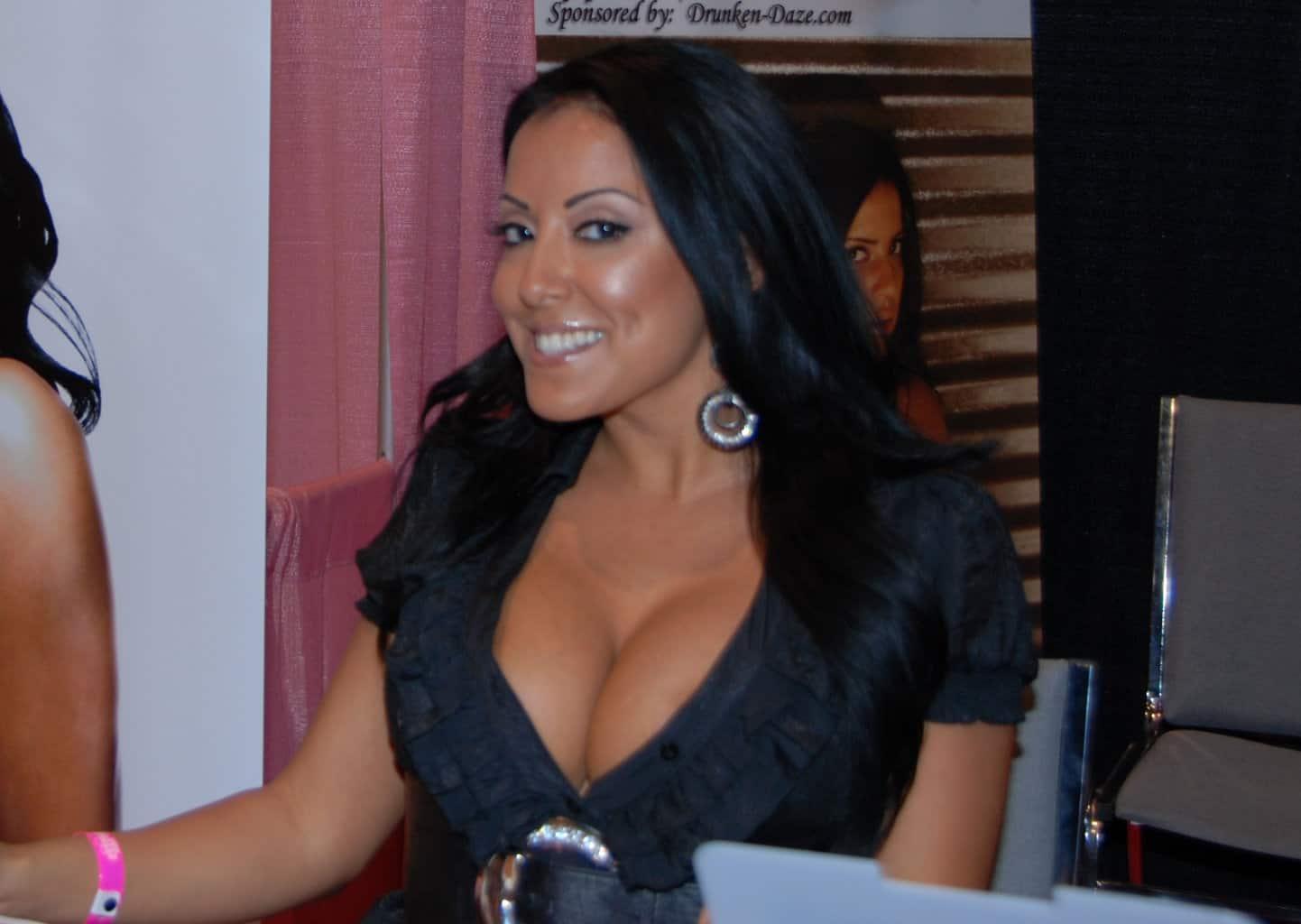 Kiara_Mia_at_Exxxotica_Miami_2010