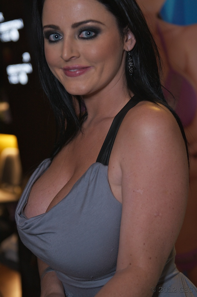 Sophie_Dee_at_AVN_Adult_Entertainment_Expo_2012_1