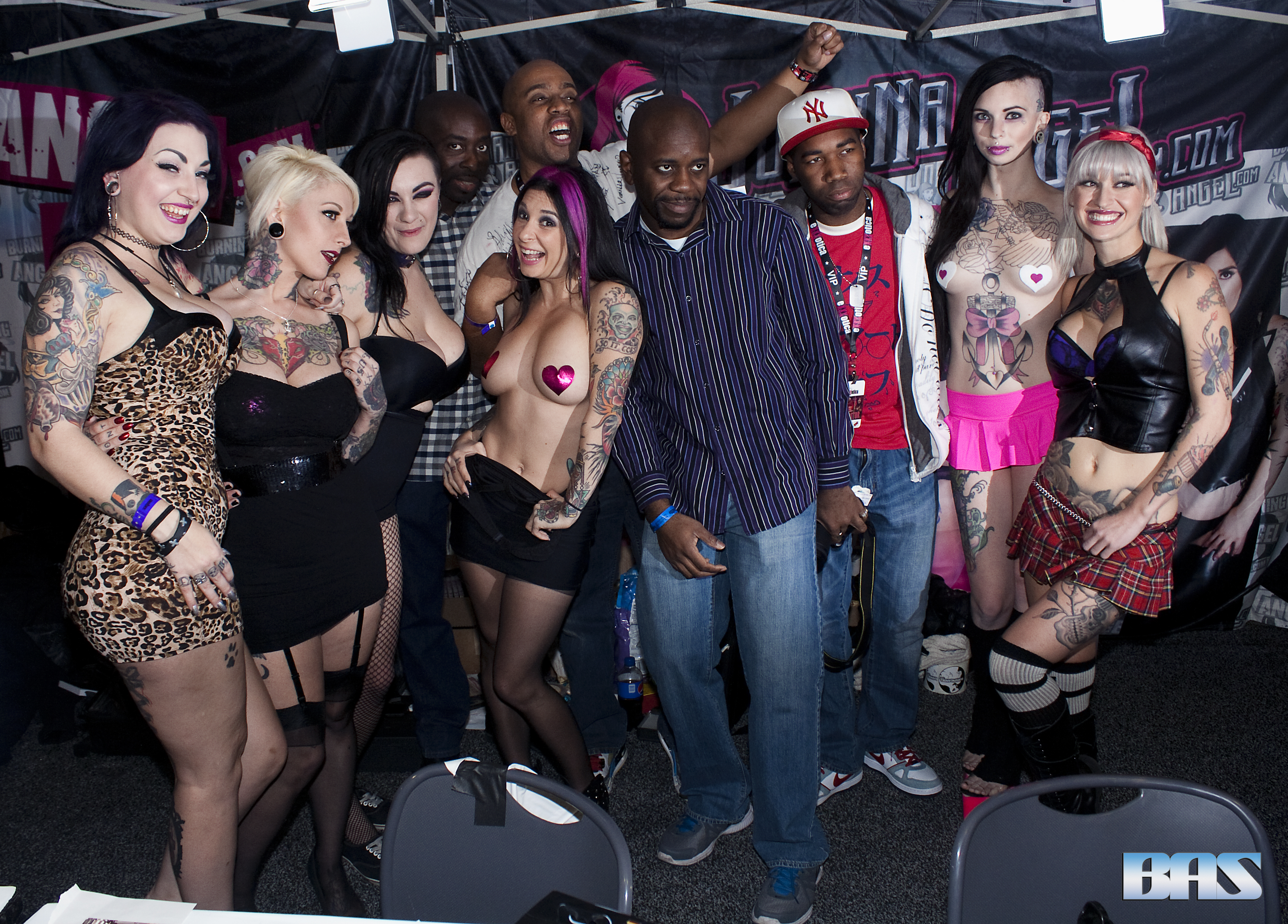 Draven_Star,_Jessie_Lee,_Scarlet_LaVey,_Joanna_Angel,_Sierra_Cure_and_Kleio_Valentien_at_Exxxotica_New_Jersey_2014_(16284285245)