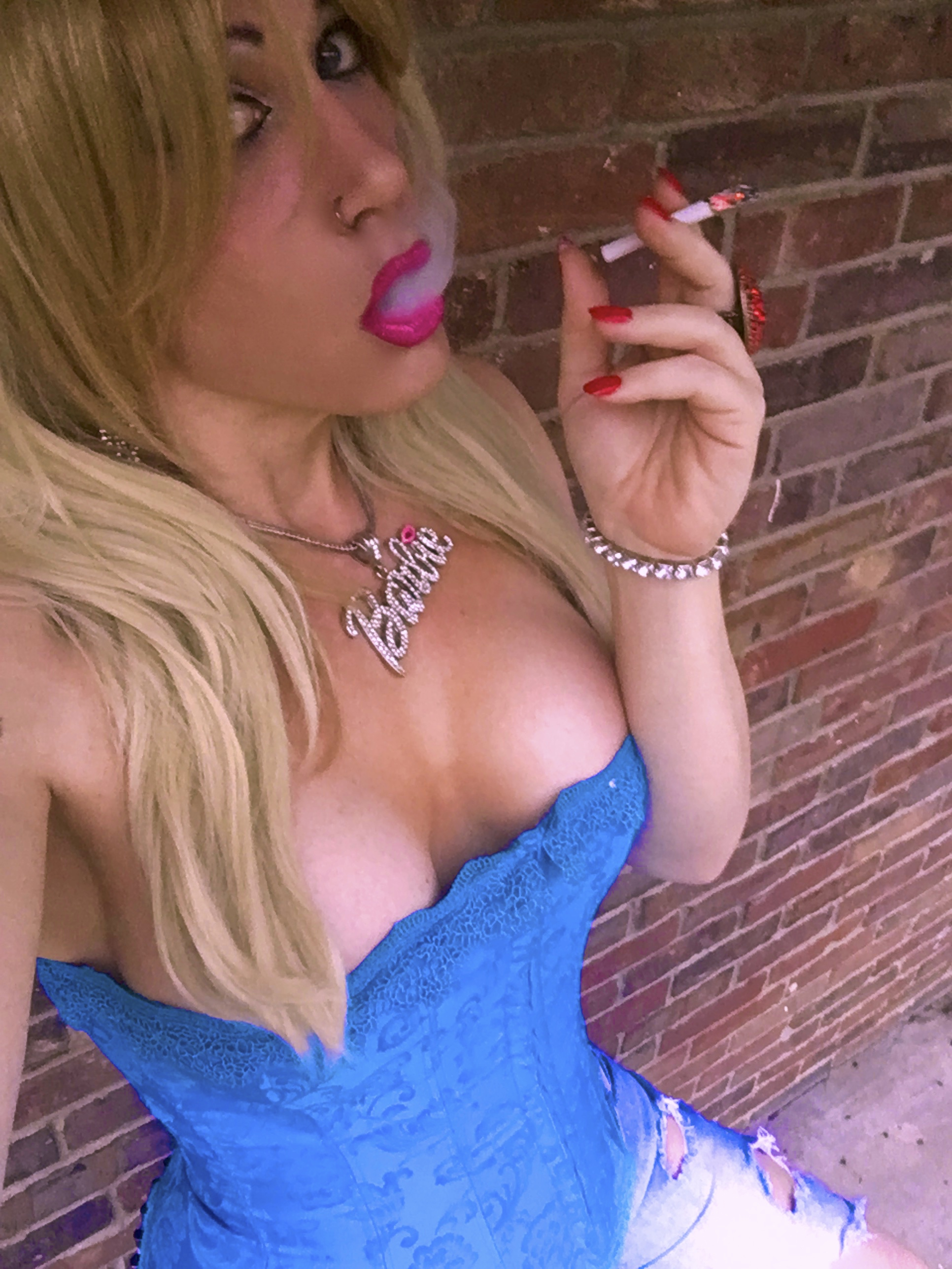 Kimber Haven XXXBios - TS Kimber Haven in sexy bright blue corset and ripped denim shorts - Sexy blonde tgirl Kimber Haven smoking fetish porn pics sfw