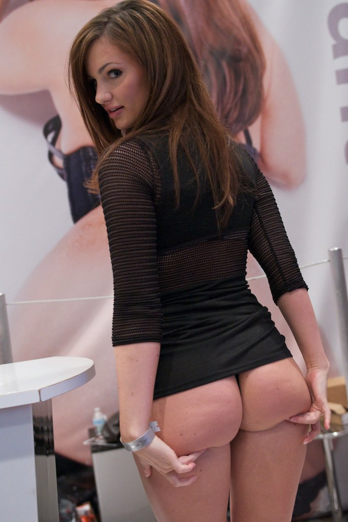 Lily_Carter_at_AVN_Adult_Entertainment_Expo_2012