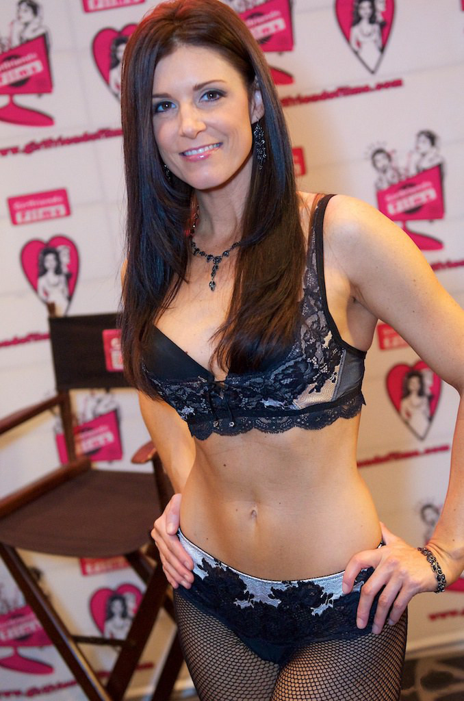 India_Summer_at_AVN_Adult_Entertainment_Expo_2012_1