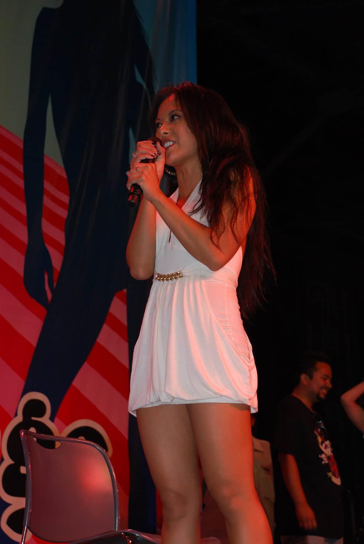 Kaylani_Lei_at_Exxxotica_Miami_2009_(10)