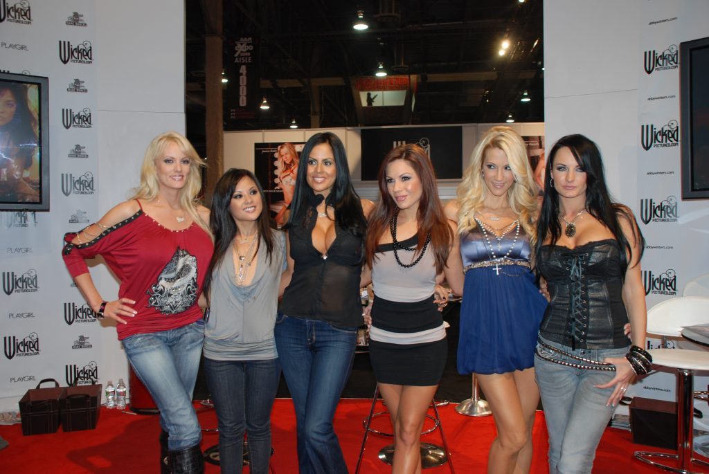 Wicked_Girls_at_AVN_Adult_Entertainment_Expo_2009_(9)