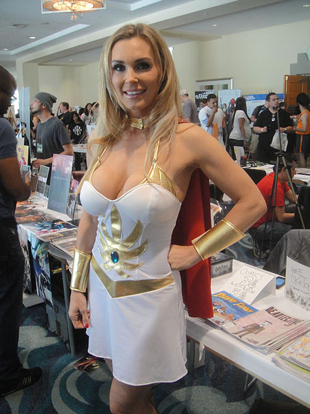 450px-Long_Beach_Comic_Expo_2012_-_She-Ra