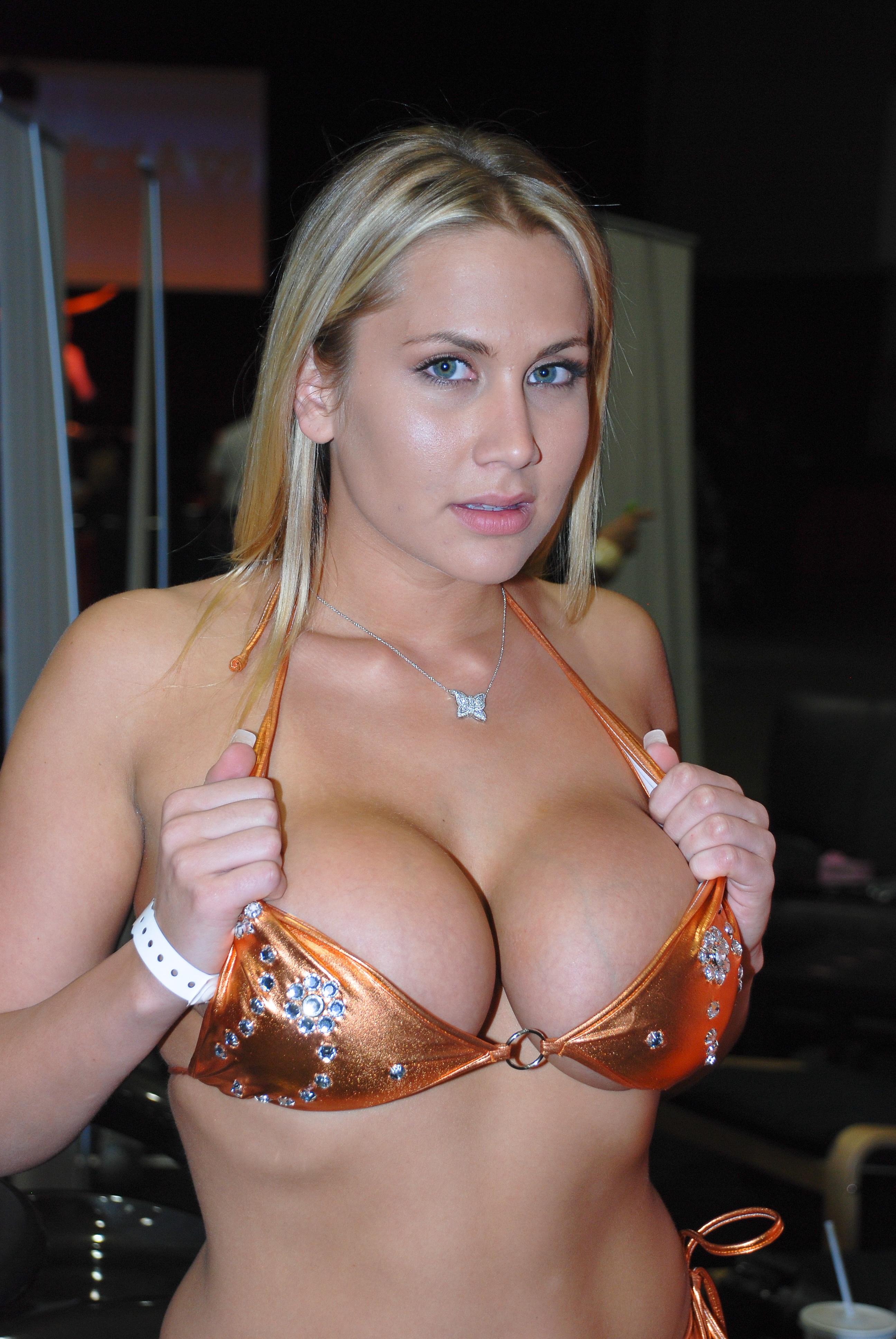 Alanah Rae Videos Porno alanah rae - busty blonde female porn star & glamour model