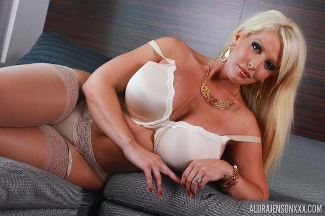 Top BBW pornstars XXXBios - sexy BBW porn star Alura Jenson pics - busty blonde BBWs