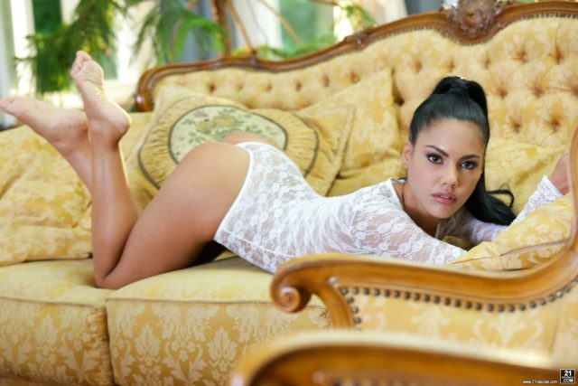 Top Latina pornstars AdultWebcamSites - Latina porn star Apolonia Lapiedra pics