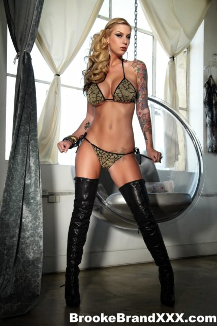 Top Blonde pornstars XXXBios - Blonde pornstar Brooke Brand pics - Brooke Banner pics - Brooke Brand in sexy leather thigh high boots