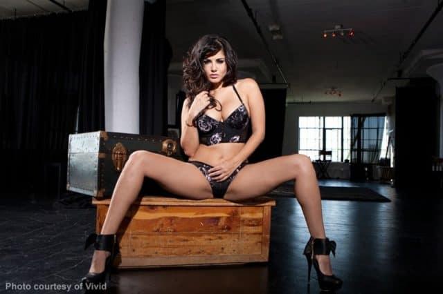 Sunny Leone solo striptease - Sunny Leone black lingerie and heels