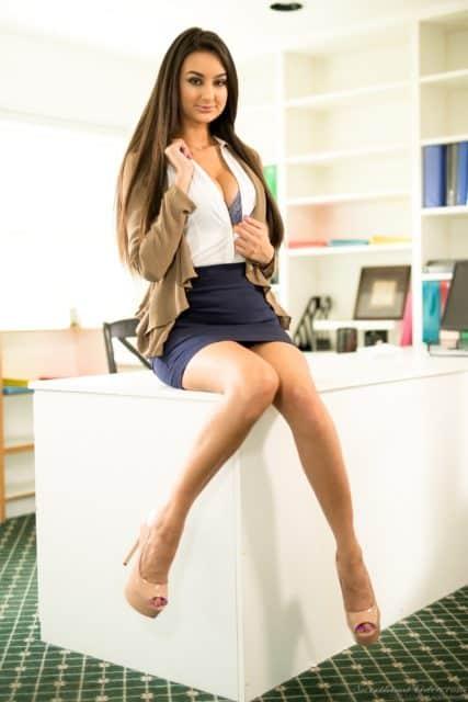 Top brunette pornstars XXXBios - Brunette porn star Eliza Ibarra pics - sexiest brunette porn stars sfw pics