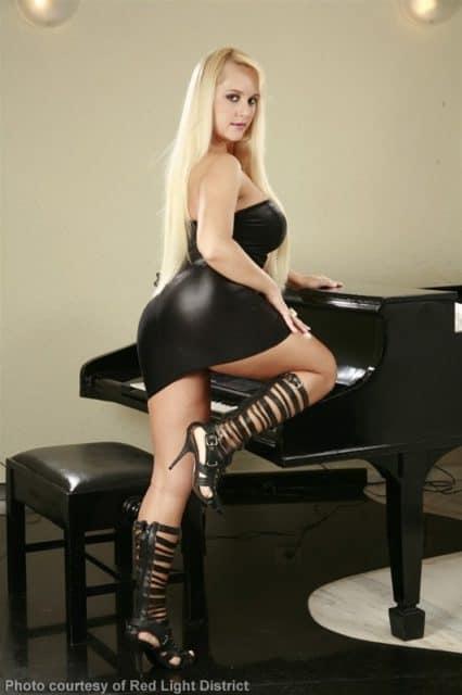 Top Brazilian pornstars AdultWebcamSites - Brazilian pornstar Cinthia Santos pics