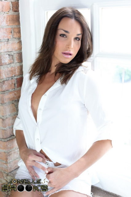 Jonelle Brooks XXXBios - TS Jonelle Brooks in sexy white shirt and white shorts - Hot brunette TS Jonelle Brooks porn pics
