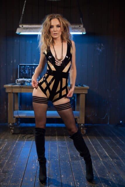 Top Femdom Pornstars AdultWebcamSites - Hot femdom porn star Mona Wales porn pics sfw