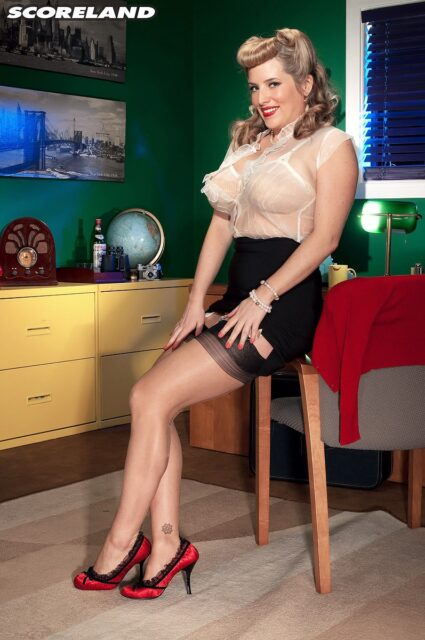 Maggie Green AdultWebcamSites - Hot all natural curvy MILF pornstar Maggie Green shows off her 34G big natural tits and big ass bubble butt booty in sexy pinup girl outfit with nude bra, black pencil skirt, lacy stockings and red high heels - Scoreland Maggie Green porn pics sfw
