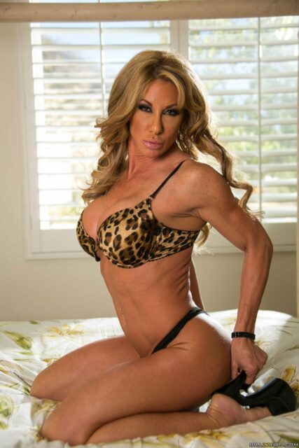 Top fit and athletic pornstars AdultWebcamSites - Fit and athletic porn star Farrah Dahl porn pics sfw