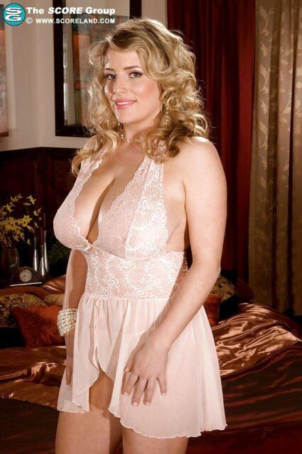 Maggie Green AdultWebcamSites - Hot all natural curvy MILF pornstar Maggie Green shows off her 34G big natural tits and big ass bubble butt booty in sexy light pink lacy lingerie - Scoreland Maggie Green porn pics sfw