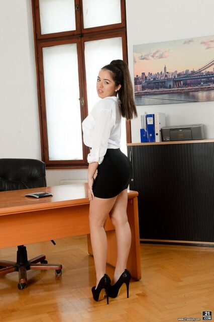 Diana Rius XXXBios - Hot all natural petite curvy Spanish pornstar Diana Rius shows off her big ass bubble butt booty in sexy office outfit with white shirt, black skirt, black high heels and lacy lingerie - Deepthroat In The Office 21Sextury Diana Rius porn pics sfw