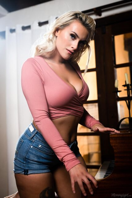 Indica Monroe XXXBios - Hot busty all natural thick blonde pornstar Indica Monroe shows off her big natural tits and big ass bubble butt booty in sexy longsleeve pink top, white bra and denim booty shorts - Sex On The Brain Girlsway Web Young Indica Monroe porn pics sfw