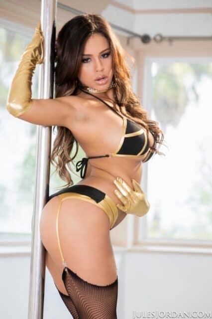 Top curvy and thick pornstars XXXBios - Hottest curvy and thick pornstar Autumn Falls porn pics sfw