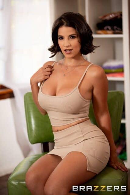 Top curvy and thick pornstars XXXBios - Hottest curvy and thick pornstar LaSirena69 porn pics sfw