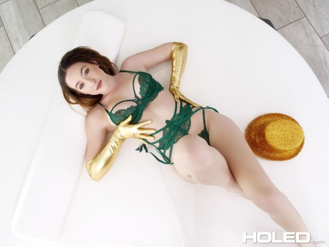 Everly Haze XXXBios - Brunette all natural pornstar Everly Haze in sexy green lacy lingerie, sparkly top hat and gold metallic elbow length gloves and knee high socks stockings - St Patricks Day Anal Holed Everly Haze porn pics sfw